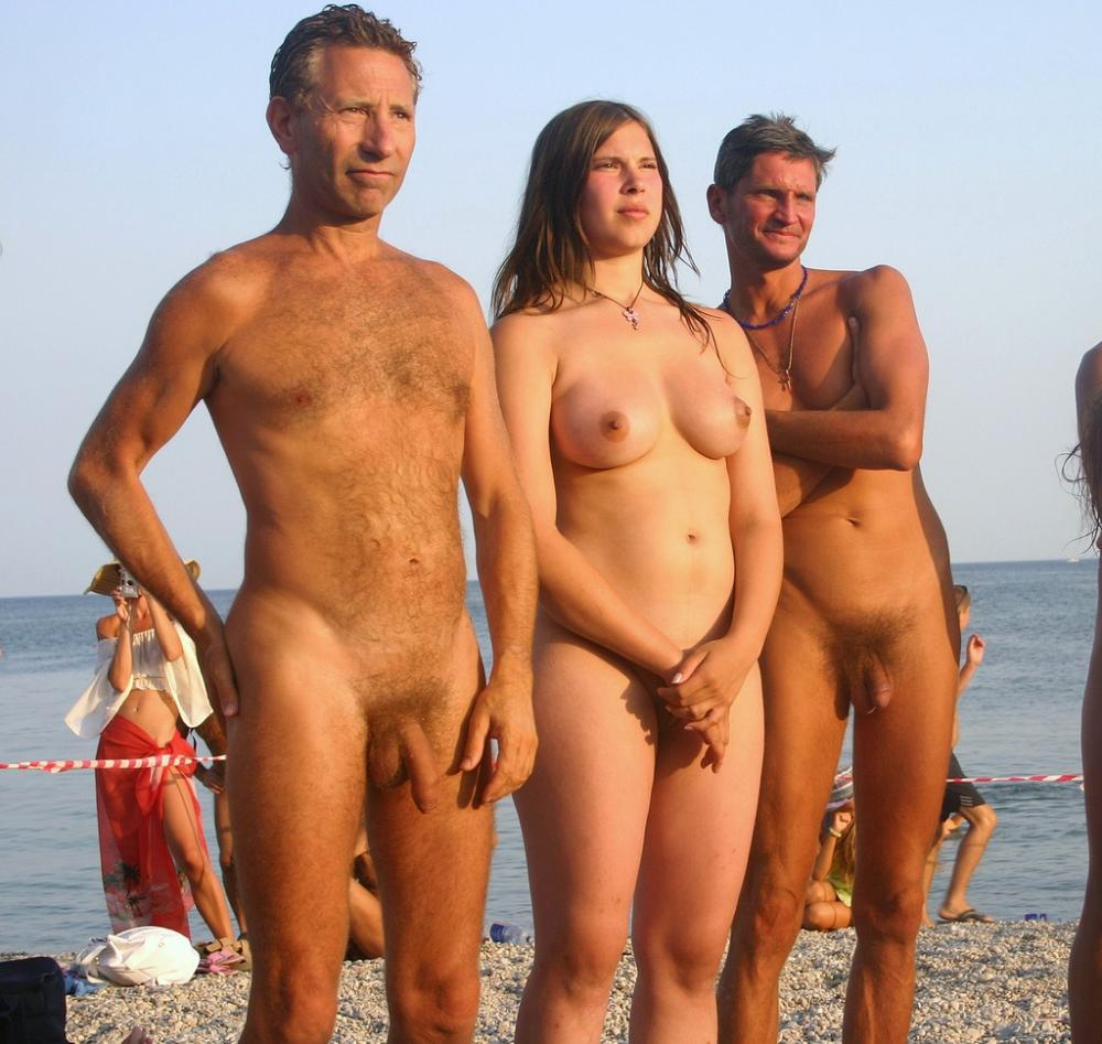 girl nude photos with father
