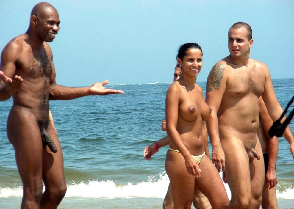 Big dick on a nude beach — img 4
