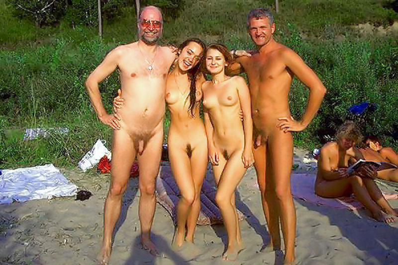 Фото семейные голышом