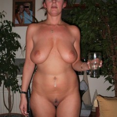 Housewife with Saggy Tits Loves Tits