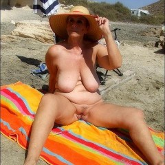 Nice Mature Saggy Tits Showing Boobs