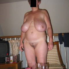 Sweet Huge Saggy Tits Jerking Housewife